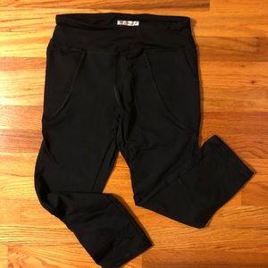 Black cropped workout leggings